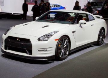 White 2014 Nissan GTR