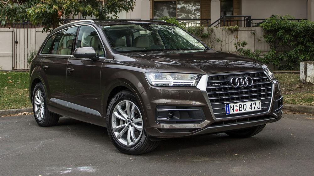 Brown Audi Q7