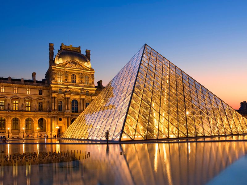 HD Louvre Pyramid