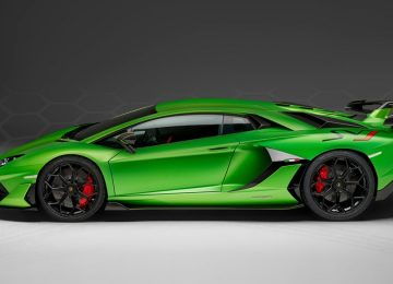 Green Lamborghini Aventador SVJ