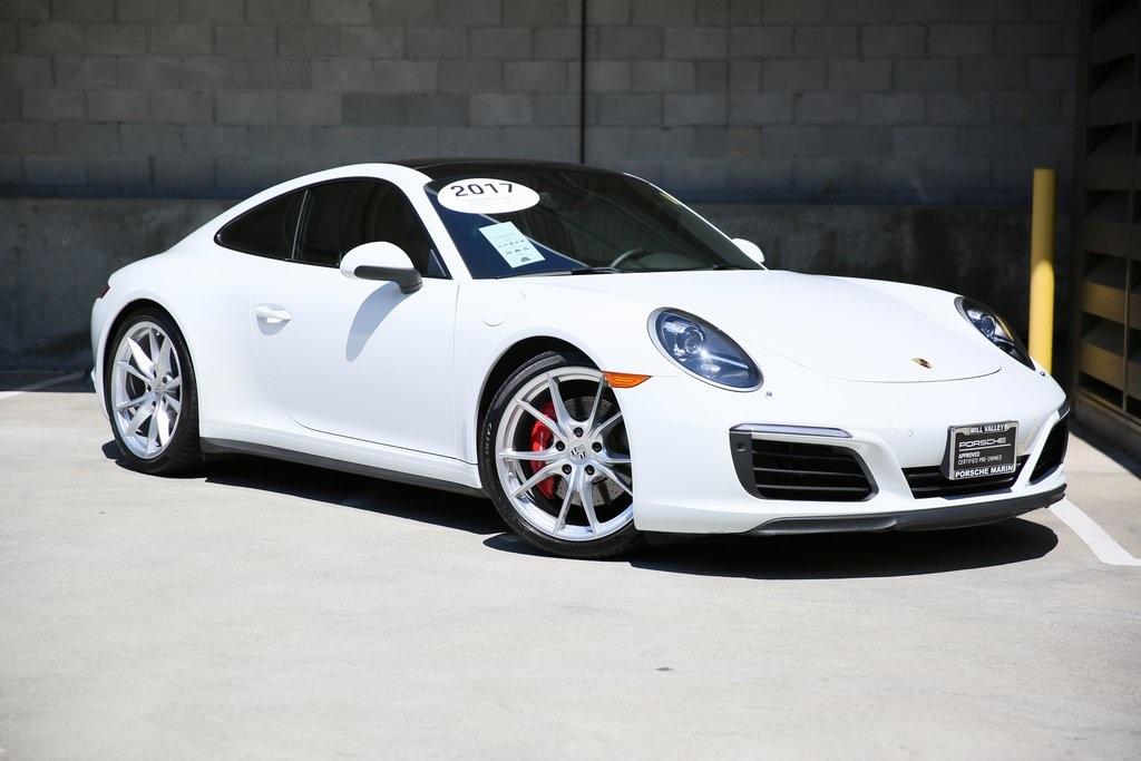 White Porsche 911 Carrera 4S