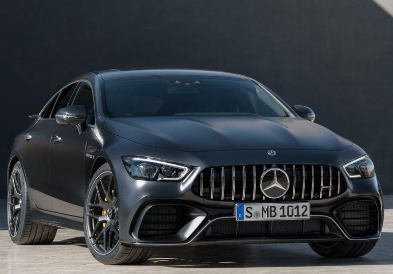 Black Mercedes-AMG GT4
