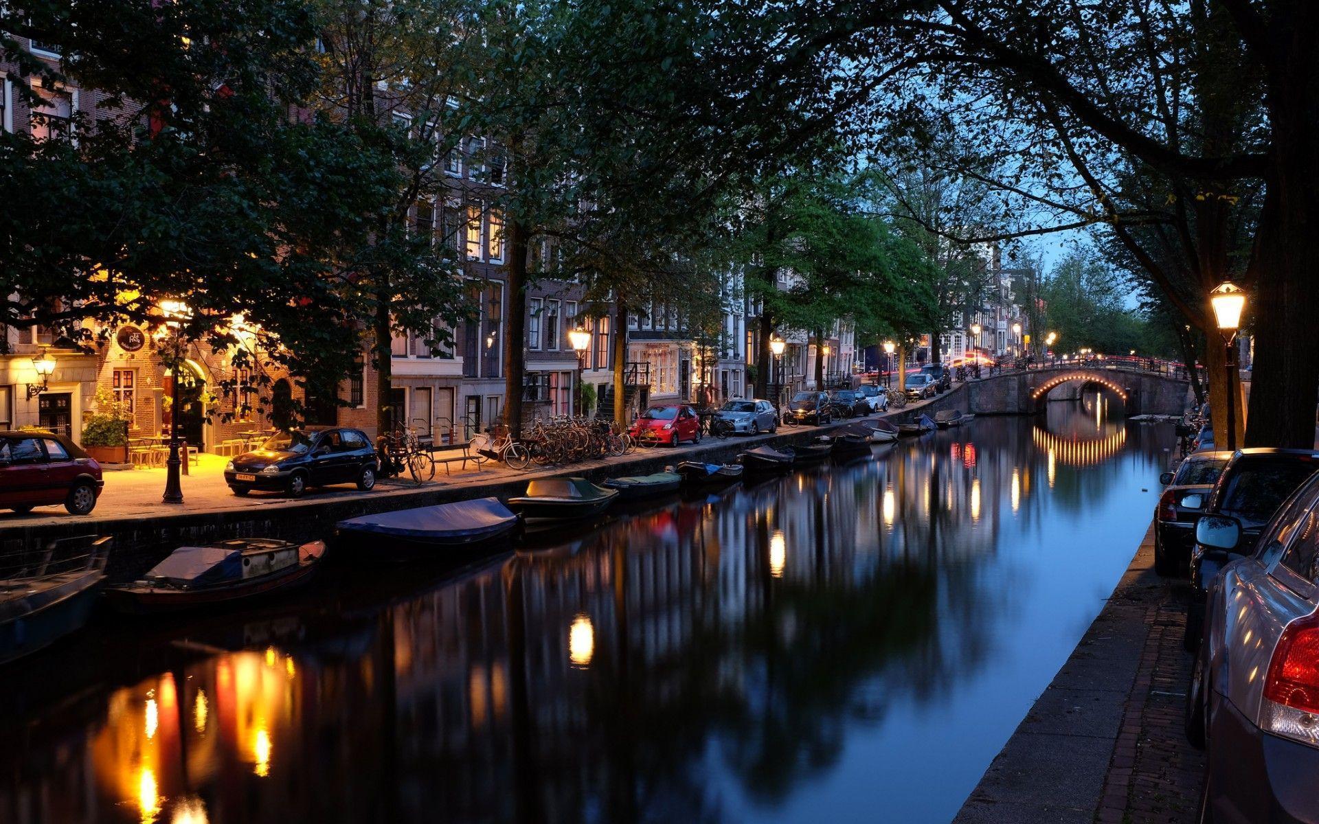 Free Amsterdam Wallpaper