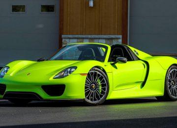 Green Porsche 918 Spyder
