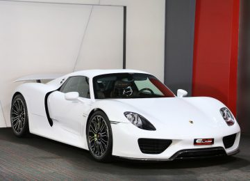 White Porsche 918 Spyder